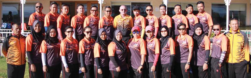 Maleisiese rolbalspan besoek Oudtshoorn