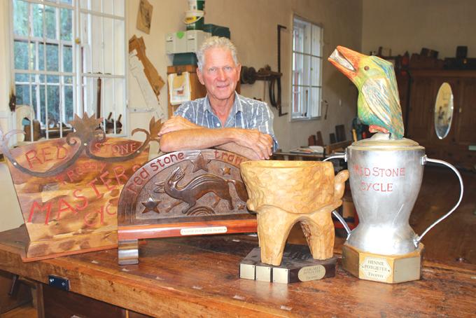 Vier besonderse trofees  vir Redstone Hills-byeenkoms