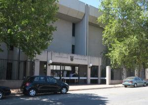Verkeersbeampte wat deur Valke vasgetrek is, op 9 Mei weer in hof