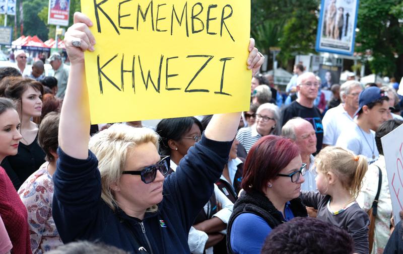 Nog foto's van protesoptrede vanmiddag op Oudtshoorn