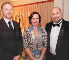 Oudtshoorn Rotariërs huldig nuwe president in