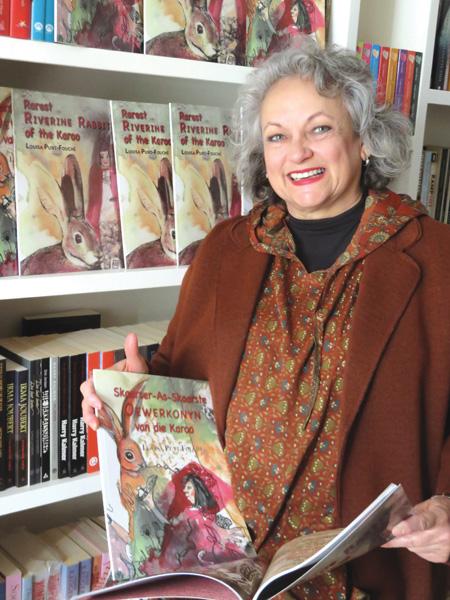 Louisa Punt-Fouche van Kredouw naby Prins Albert se prenteboek oor die oewerkonyn het pas verskyn. Foto: Marlene Malan