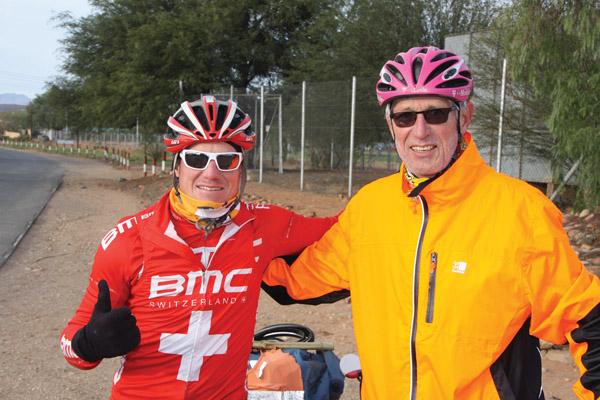 Switser deurkruis  wêreld met sy fiets