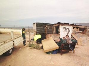 Klein Karoo-winde: Huiswinkel se dak afgewaai