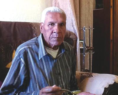 75-jarige veilig ná vier koue nagte buite