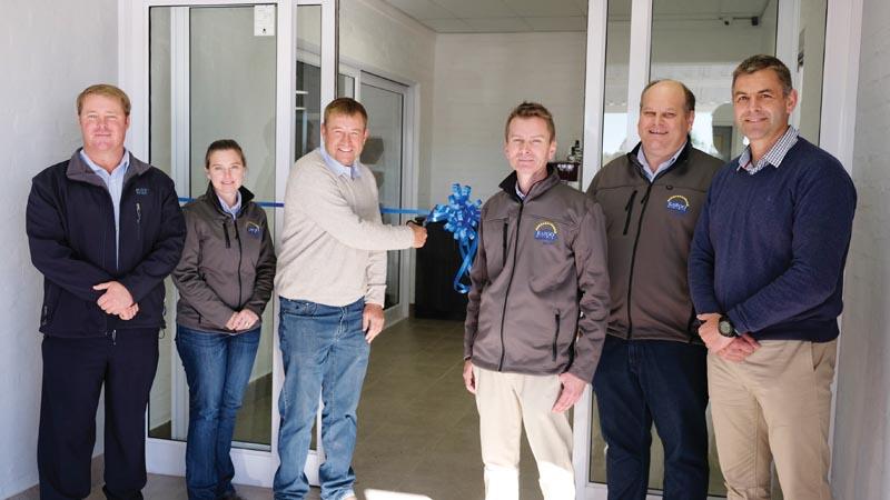 Klein Karoo Agri open nuwe vulstasie met geriefswinkel