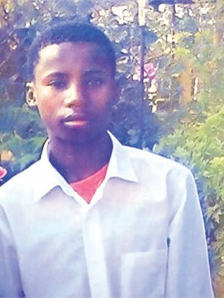 Dood van 16-jarige ruk gemeenskap