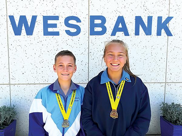Twee leerders van Laerskool Wesbank het aan die Seweweekspoort Bergfietswedren deelgeneem