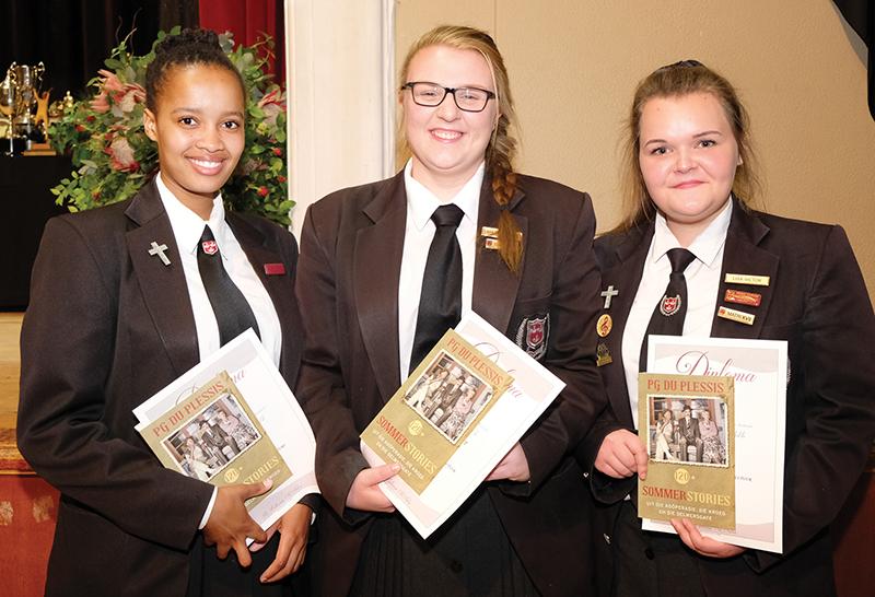 Die Japie Gouws-boekprys vir veelsydigheid in kultuur het gegaan aan (van links) Kamva Tshekela , Lara van der Walt en Lisa Victor.