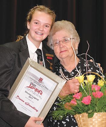Marlé-Zanne Barnard saam met haar ouma, mev Susan Grundling.