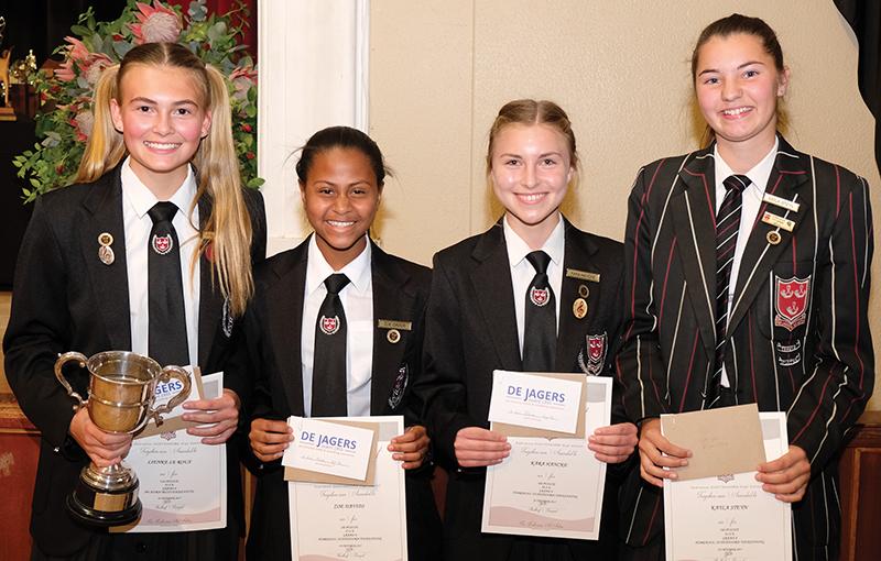 Graad 8 se toppresteerders is (van links) Lienke le Roux, Zoe Davids, Kara Hancke en Kayla Steyn.