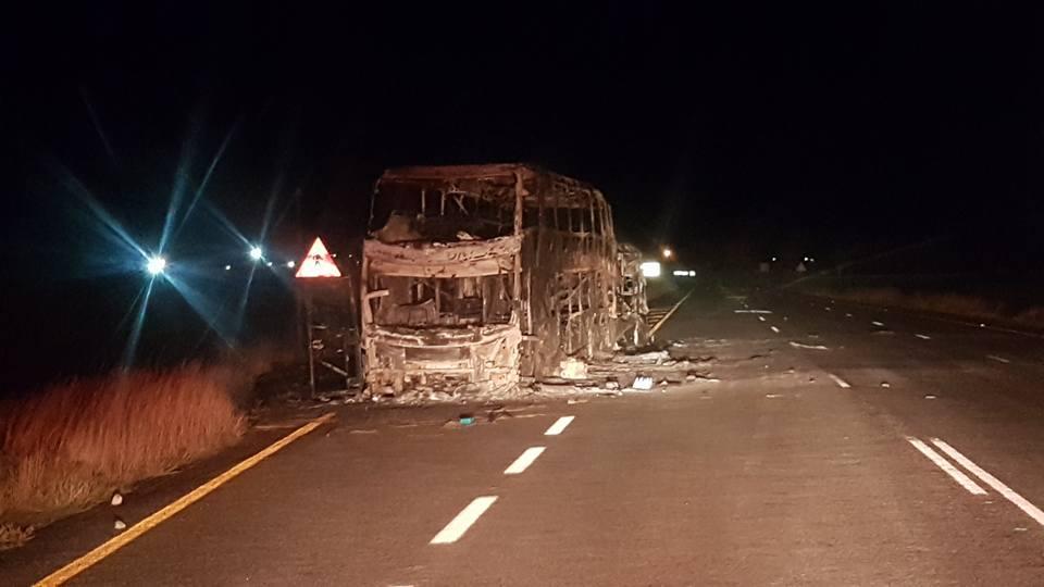Greyhound-bus uitgebrand op pad na Oudtshoorn