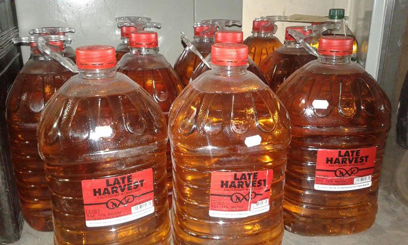 Polisie lê beslag op 187 liter drank