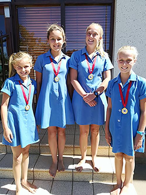 Vier leerders van Laerskool Webank wen hul tennisligawedstryde op George