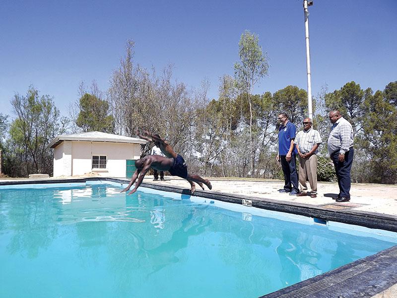 Kerkstraat-swembad  eindelik weer oop!