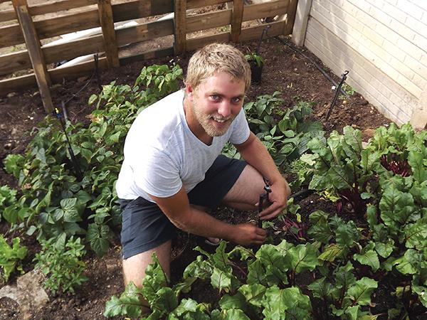 Johann floreer in groentetuin!