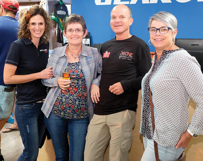 Esmari Mulder, Kathy en André du Preez en Mari-Lu Roller.