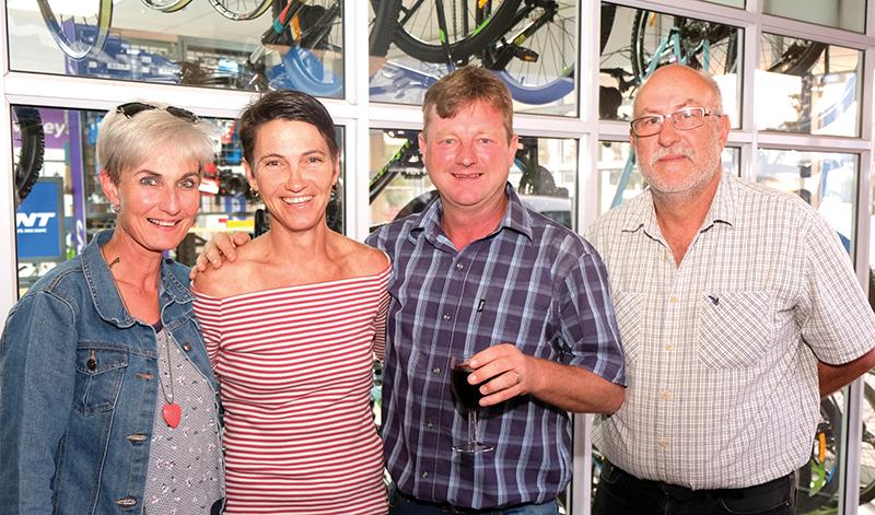 Teresa van der Westhuizen, Yolande en Henties de Villiers en Dirk van der Westhuizen.