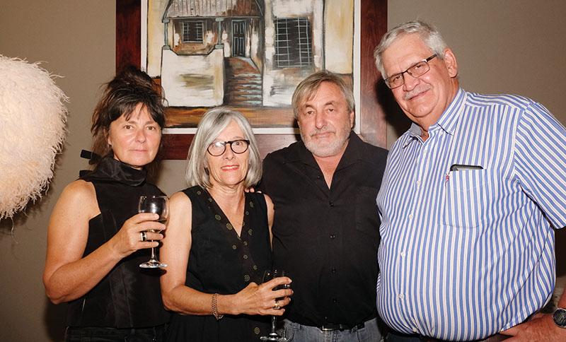 Van links is Linda Eisen, Bernadette en Stan Lipschitz, en Okkie van der Westhuizen.