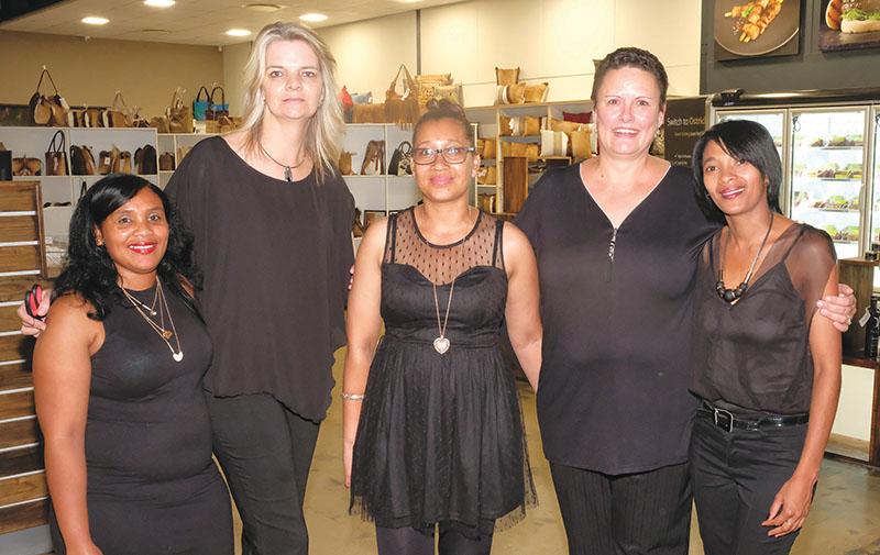 Die personeel van die Klein Karoo Ostrich Emporium is van links Rozanne Avontuur, Yolandi Horn (bestuurder), Devi Witbooi, Enith Bekker en Chantal Kock.