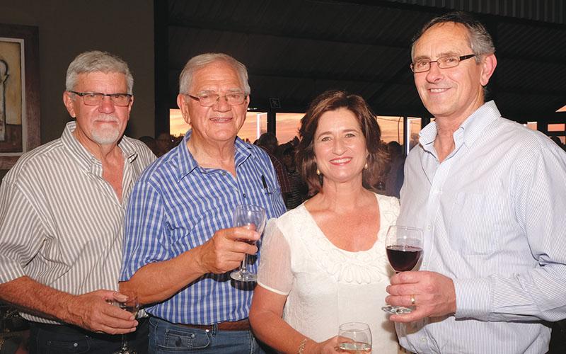 Van links is Pierre Schoeman, Saag Jonker, en Hanchen en Francois de Wet.