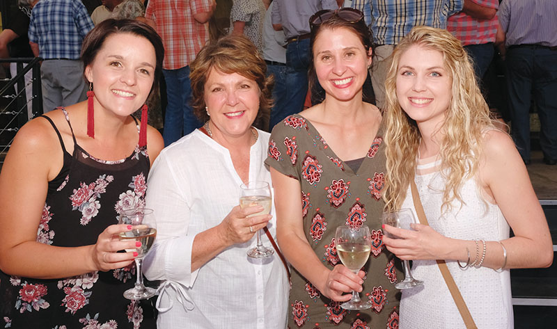 Van links is Salome Laubscher, Linda Schoeman, Tharina Truter en Liza Schoeman.