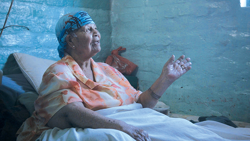 Boeiende verhaalverteller Maggie Hendricks se stem word stil