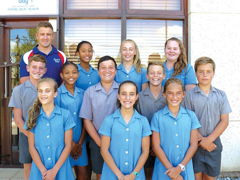 Laerskool Wesbank leerders ontvang SWD-kleure by Eden Skole-atletiekbyeenkoms