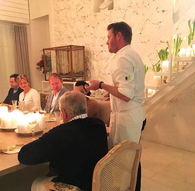 Van der Westhuizen praat met sy gaste by 'n spesiale ete in die privaat-eetkamer Maria waar Suid-Afrikaans geïnspireerde kos voorgesit is met Boplaas-wyne. Langs hom sit Carel Nel van Boplaas.  Foto's  verskaf