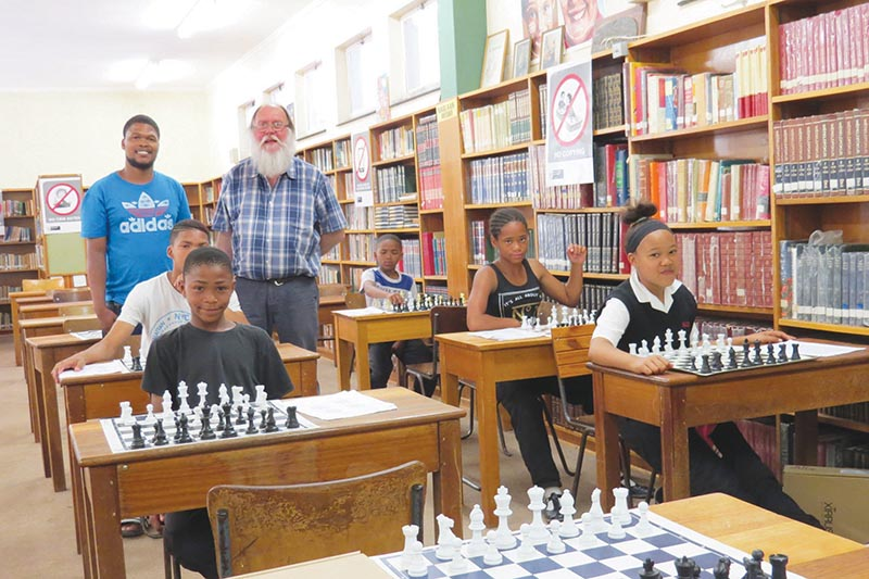 Jurgen Coetzee (left) and Jim Frew during a chess training class.                   Photo's supplied