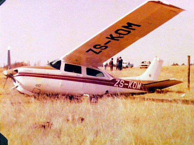 Vliegtuig val noord van Oudtshoorn