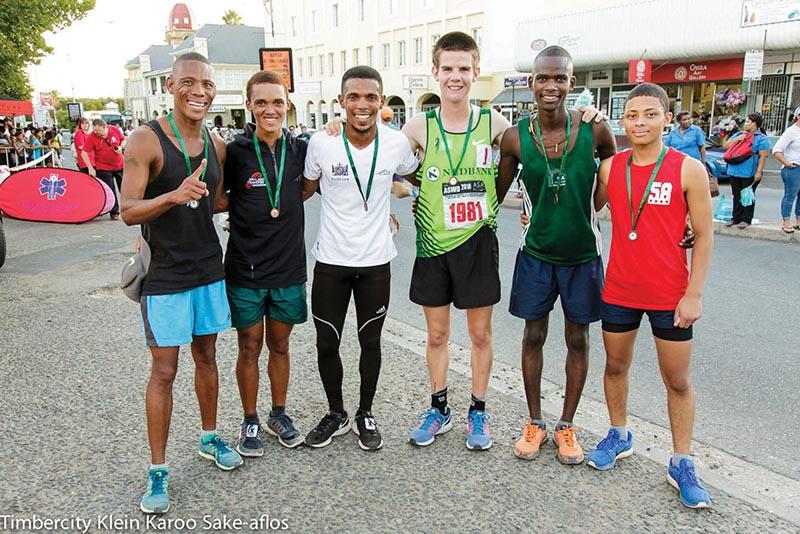 Die KKAFse mansspan wat die Klein Karoo Sake-aflos gewen het, is van links Ettiene Plaatjies, Francois Maquassa, John April, Benjé Steyn, Anderson Ncube en Greyton Delport.