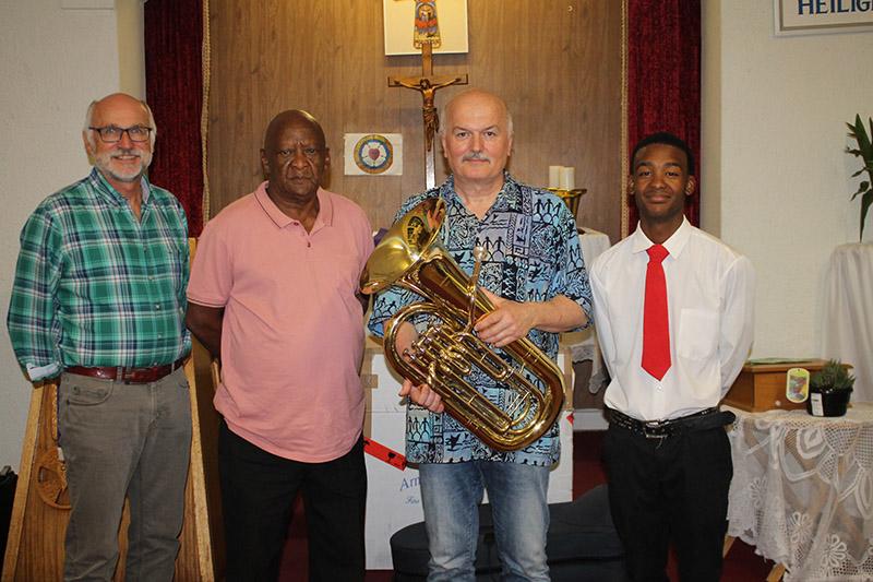 Lutherse Kerk kry gesogte tuba as geskenk uit Duitsland