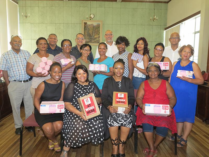 Wes-Kaapse Gemeenskapskas en Oudtshoorn Munisipaliteit vat hande