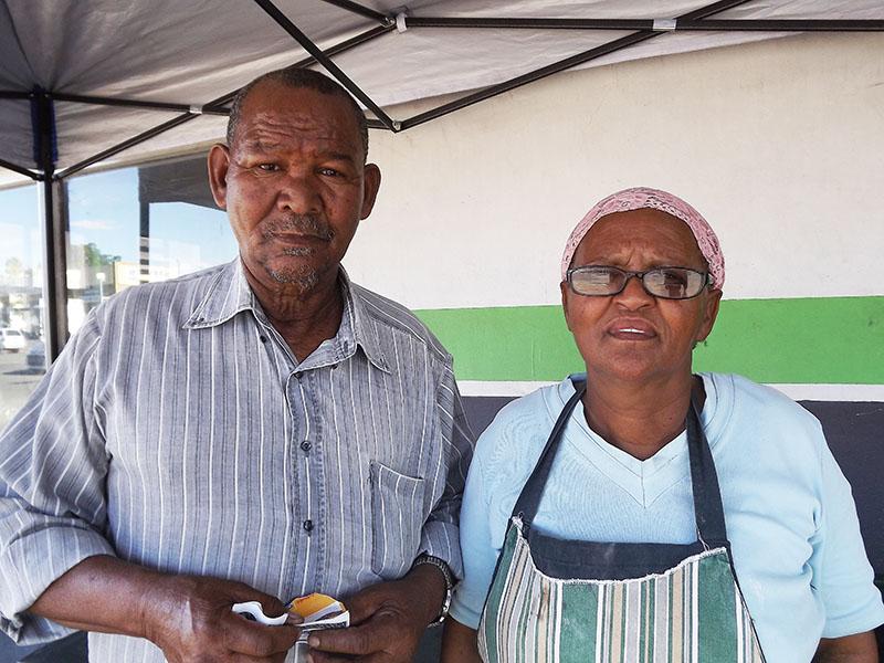 Gert en Elsie van Beling, eienaars van die stalletjie. Foto's: Ilze-Mari Gründling