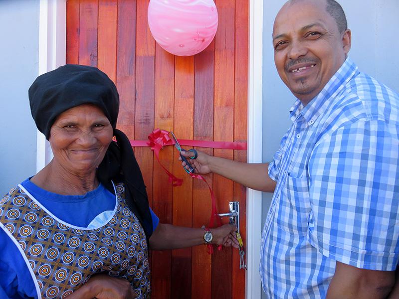 Eerste 30 huise in Prins Albert oorhandig