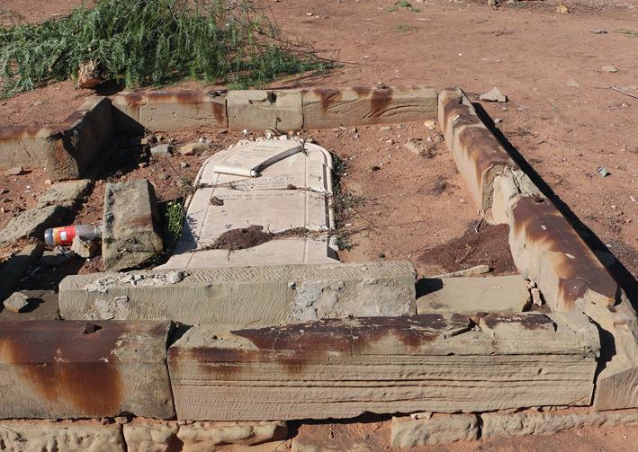 Meer as 10 grafte nou weer gevandaliseer