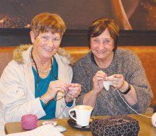 Internasionale Hekel- en Breidag met wol, koffie en koek gevier
