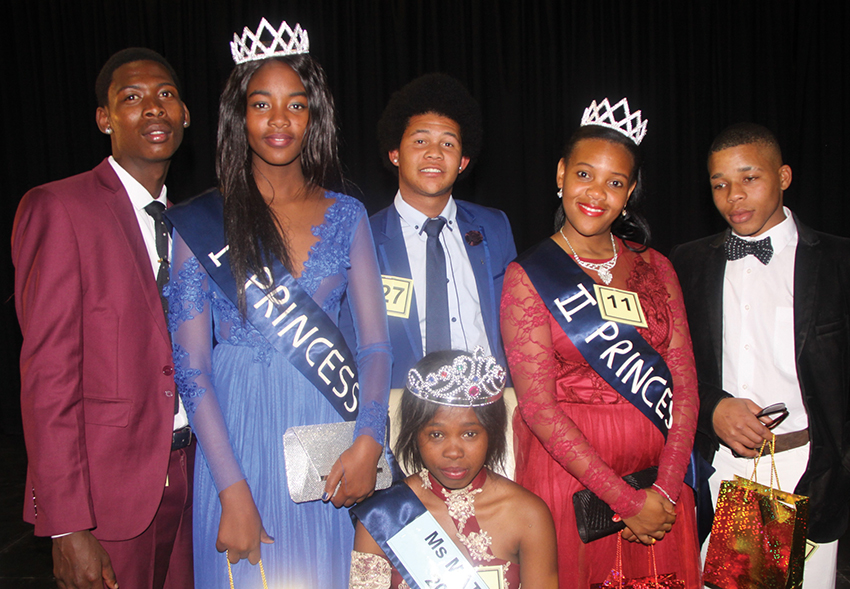 Fezekile Secondary in Oudtshoorn's annual Miss and Mr Matric 2018 competition last Friday at the Toekomsrus Community Hall formed part of Youth Day celebrations honouring the sacrifices and contributions of Nelson Mandela and Albertinia Sisulu towards a free non-racial and democratic South Africa. The winners of the competition was Luvuyo Makapela (Miss Matric 2018, middle front) and Jo-Aldin de Koker (Mr Matric 2018, middle back). Other winners were (back from left) Martin Jansen (first prince), Sinazo Sebenza (first princess), Millentia Lelomba (second princess) and Sibanda Radu (second prince). The music for the show was provided by the renowned DJ Sisow.                                                     Photo: Wyndham Ewerts