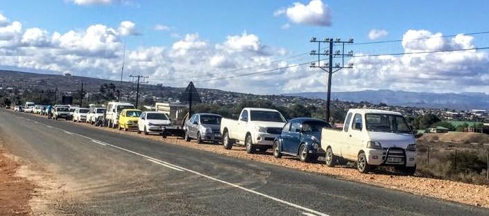 Toue voertuie wag al van gister af vir Saterdag se Klein Karoo Ovaalbaankampioenskap