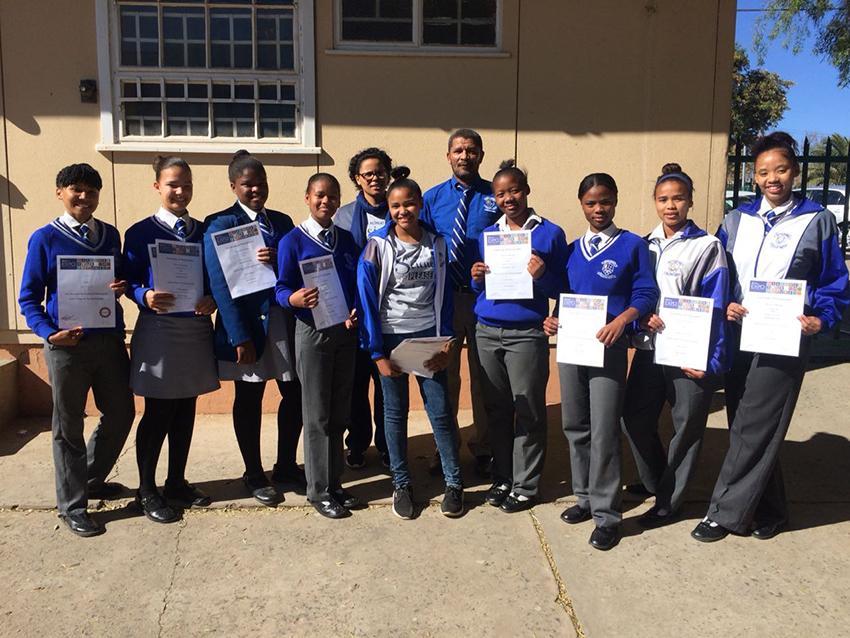 Bridgton-leerders vaar goed by wetenskap-ekspo