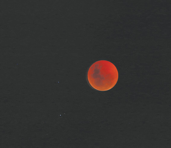 Rooi maan ... in die Klein Karoo