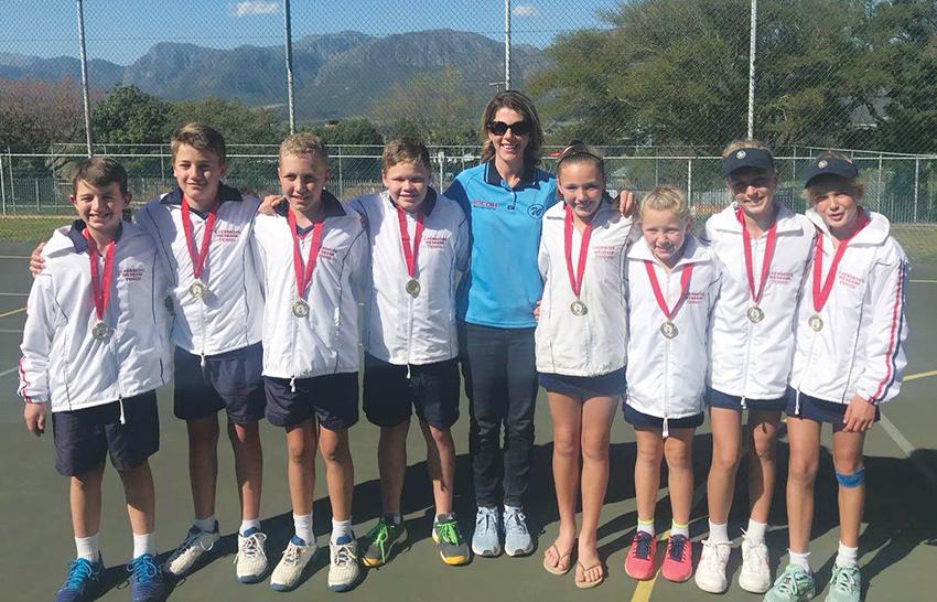 Leerders van Laerskool Wesbank by tennistoernooi in die Paarl
