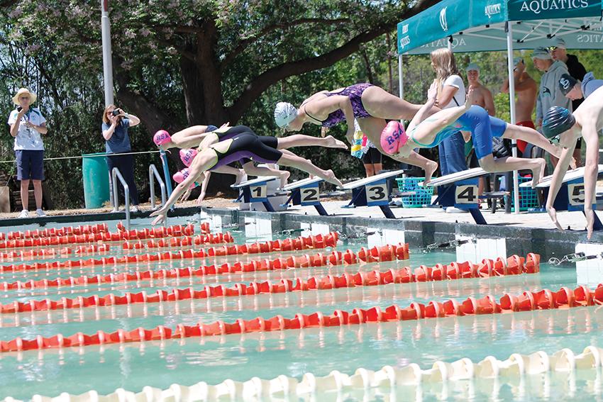 Aksie tydens die swemgala van Eden Aquatics by die NA Smit-swembad op Oudtshoorn