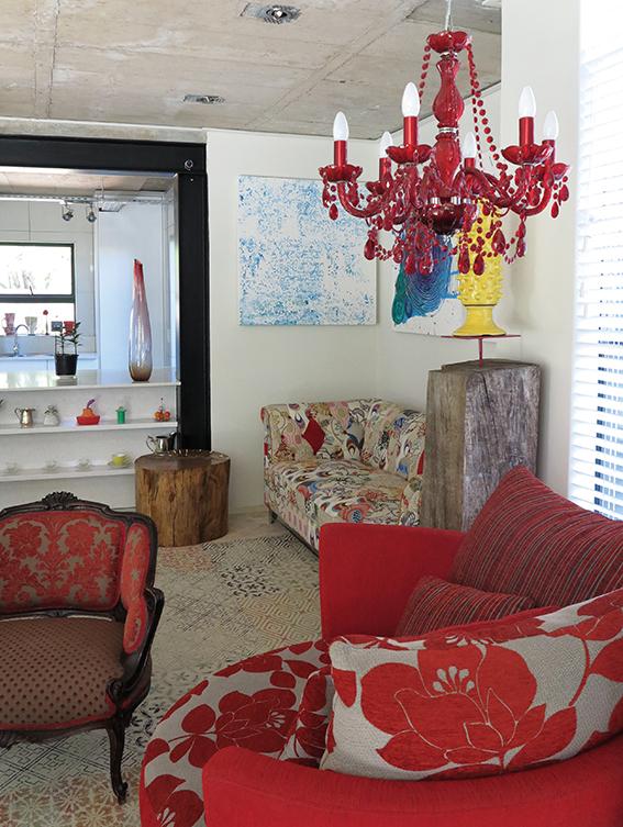 The Bright House: Kleur en tekstuur blaas lewe in 'n huis