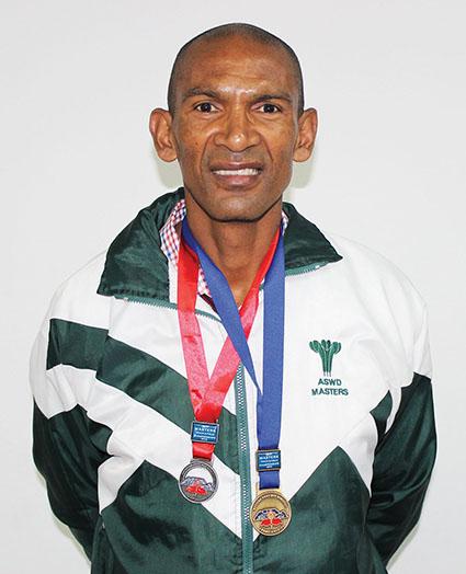 Tony Cleophas wen goud en silwer by WP Meesters-atletiekbyeenkoms