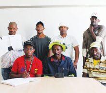 Beseerde munisipale werkers erg beswaard