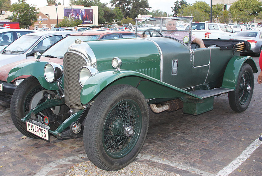 100-jarige Bentley op Oudtshoorn